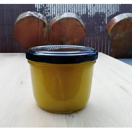Prírodný včelí vosk na drevený nábytok